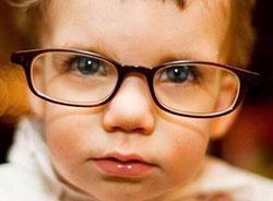 Телефон может испортить зрение малышу