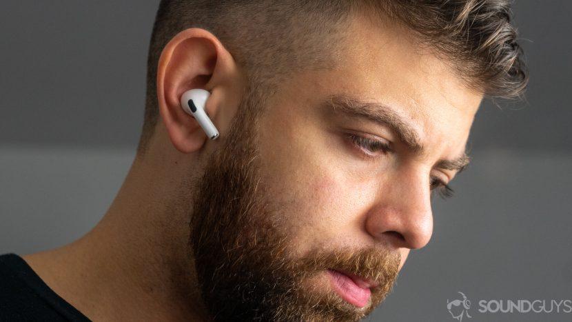 AirPods 2 — фото в ушах