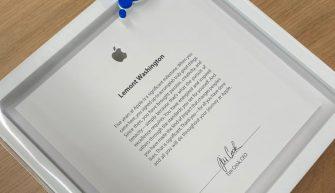 памятная табличка за 5 лет работы в Apple