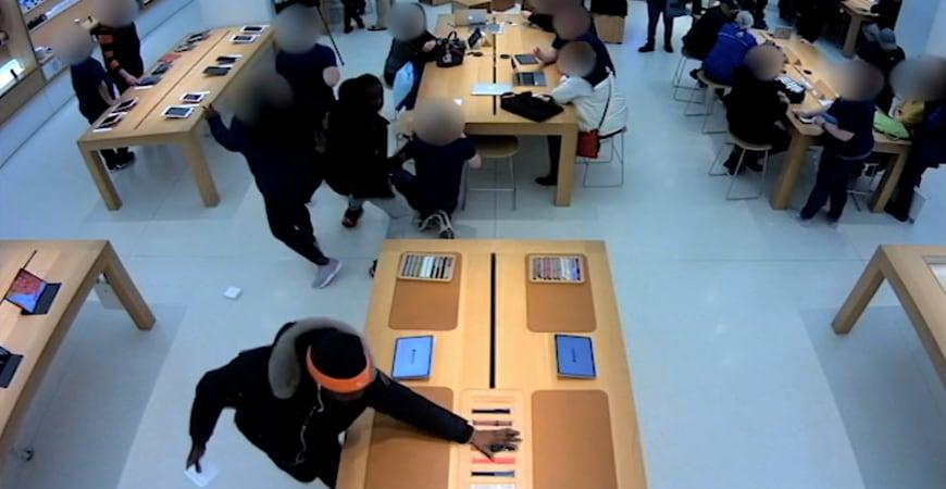 воры обнесли 2 магазина Apple за 30 минут